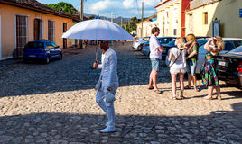 IyabÃ-³ und die Touristen - Trinidad, Kuba Stockbilder
