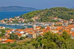 亚得里亚海的海岸-仔牛皱胃Iz海岛 免版税库存图片