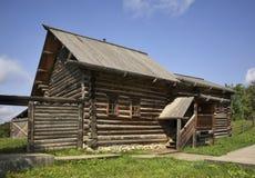 Izba (hus) av Kudymov i Khokhlovka Permanent Krai Ryssland Fotografering för Bildbyråer