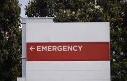 Izba Pogotowia znak przy szpitalem Zdjęcia Stock