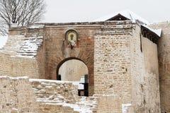 Izborsk堡垒在冬天 免版税库存照片