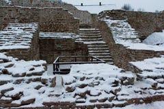 Izborsk堡垒在冬天 免版税库存图片