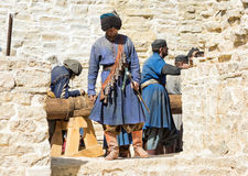 Izborsk - August 17, 2015: reconstruction of the medieval siege, Stock Photos