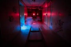 Izbowego strachu poszukiwania poręczy niebezpieczeństwa dymu suterenowy ciemny horror fotografia royalty free