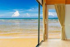 Izbowy kurort przy plażą Obraz Royalty Free