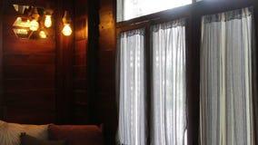 Izbowy wewnętrzny okno balkon z zasłonami zbiory
