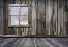 izbowy wewnętrzny rocznika okno z drewnianym ściany i podłogi backgrou obraz stock