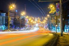 izhevsk Opinión de la tarde de las calles de la ciudad del invierno Imágenes de archivo libres de regalías