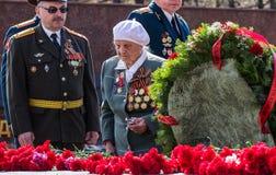 Izhevsk Rosja, Maj, - 9, 2014 40 zwalczają się już dni chwały wieczne faszyzm kwiatów pamięci bohaterów honoru dużych nieatutowyc Zdjęcia Stock