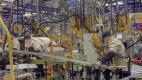 Izhevsk, Rusland - December 15 2018: Lopende bandproductie van nieuwe LADA-auto bij Automobiele Fabriek AVTOVAZ op December stock footage