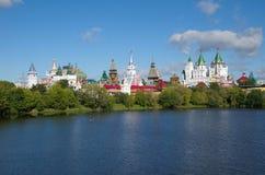 Izmailovo克里姆林宫和湖在莫斯科,俄罗斯 库存照片