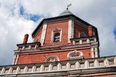 Izmailovo庄园建筑学在莫斯科 桥梁塔 免版税图库摄影