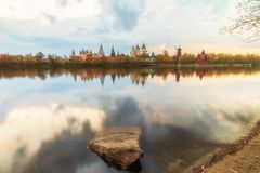 Izmailovo het Kremlin en meer in Moskou, Rusland royalty-vrije stock foto