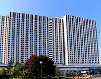 Izmailovo hotellinskrift i ryss i Moskva, Ryssland Arkivfoto