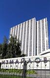 Izmailovo hotellinskrift i ryss i Moskva, Ryssland Royaltyfria Foton