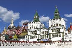 Izmailovskiy het Kremlin in Moskou op een zonnige dag Royalty-vrije Stock Foto