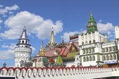 Izmailovskiy het Kremlin in Moskou op een zonnige dag Stock Afbeelding