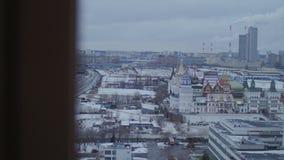 Izmailovsky克里姆林宫在莫斯科 城市,从窗口的看法 股票视频