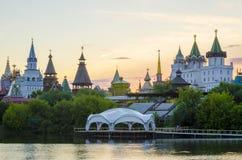 Izmailovsky Κρεμλίνο τη νύχτα στη Μόσχα, Ρωσία Στοκ εικόνες με δικαίωμα ελεύθερης χρήσης