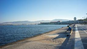 Izmir hamn i sommarmorgon Arkivbilder