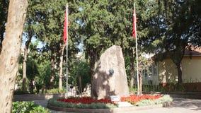 IZMIR - KARSYAKA, EM JULHO DE 2015: Mausoléu da mãe Zubeyde Hanim de Mustafa Kemal Ataturk vídeos de arquivo