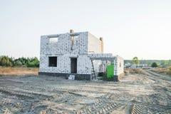 IZOBLOK-BYGGNADSSYSTEM Konstruktion av det oavslutade huset Fotografering för Bildbyråer