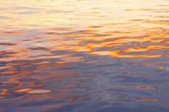 Izola, Slovénie - la réflexion de la lumière sur la mer au coucher du soleil Photos stock