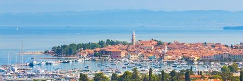 Izola stad som är medelhavs-, Slovenien, Europa arkivfoton