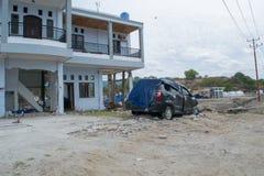 Izquierda sobre propiedades después tsunami Palu On del 28 de septiembre de 2018 imagenes de archivo