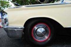 Izquierdo-delantero del coche del vintage Imágenes de archivo libres de regalías