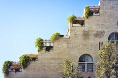 Izrael Jerusalem, widok taras kształtował stronę budynek mieszkaniowy od niskiego punktu widzenia, obrazy royalty free