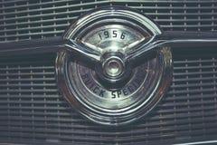 IZRAEL, PETAH TIQWA - MAJ 14, 2016: Wystawa techniczni antyki Buick dodatku specjalnego 1956 samochodowy emblemat w Petah Tiqwa,  Zdjęcia Stock
