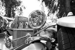 IZRAEL, PETAH TIQWA - MAJ 14, 2016: Wystawa techniczni antyki Frontowy widok stary samochodowy reflektor w Petah Tiqwa, Izrael obrazy stock