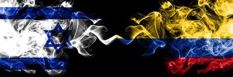 Izrael vs Kolumbia, Kolumbijskie dymiące tajemnicze flagi umieszczająca strona strona - obok - Gęsta barwiona silky dym flaga Izr royalty ilustracja