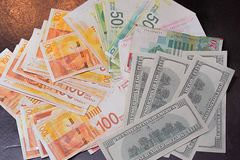 Izraelickie pieni?dze notatki i Ameryka?scy dolary t?o obrazy royalty free
