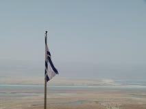 Izraelita flaga nad Nieżywym morzem Obrazy Royalty Free