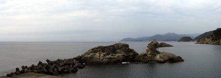Izu seglar utmed kusten - panorama Royaltyfri Fotografi