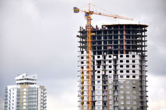 Já construído e sob arranha-céus da construção imagem de stock