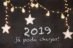 `2019 já pode chegar` in portuguese means `2019 can already arrive` in black background with blurred stars and light royalty free stock images