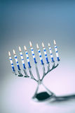 Jánuca Menorah con las velas del Lit foto de archivo libre de regalías