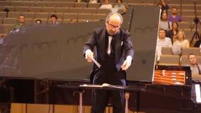 JÁRKOV, UCRANIA, el 15 de mayo de 2018: Concierto de la orquesta sinfónica Kapellmeister metrajes