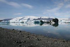 Jökulsà ¡ rlà ³ n in IJsland Enorm milieu waar de gletsjers in water breken Stock Afbeelding