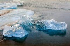 JökursÃ-¡ rlà ³ n: der Strand von icerber, von Eis und von Kälte Stockfoto