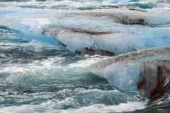 JökursÃ-¡ rlà ³ n: der Strand von icerber, von Eis und von Kälte Stockbilder