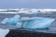 JökursÃ-¡ rlà ³ n: der Strand von icerber, von Eis und von Kälte Lizenzfreies Stockfoto