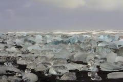 JökursÃ-¡ rlà ³ n: der Strand von icerberg, von Eis und von Kälte Lizenzfreie Stockbilder