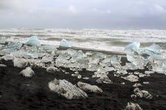 JökursÃ-¡ rlà ³ n: der Strand von icerberg, von Eis und von Kälte Lizenzfreie Stockfotografie