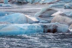 Jökursà ¡ rlà ³ n: het strand van icerber, ijs en koude Stock Fotografie