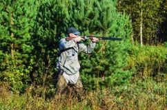 Jägare på jakten i sen sommar Royaltyfria Bilder