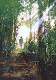 Jäger, der auf einem Weg im Wald steht stock abbildung